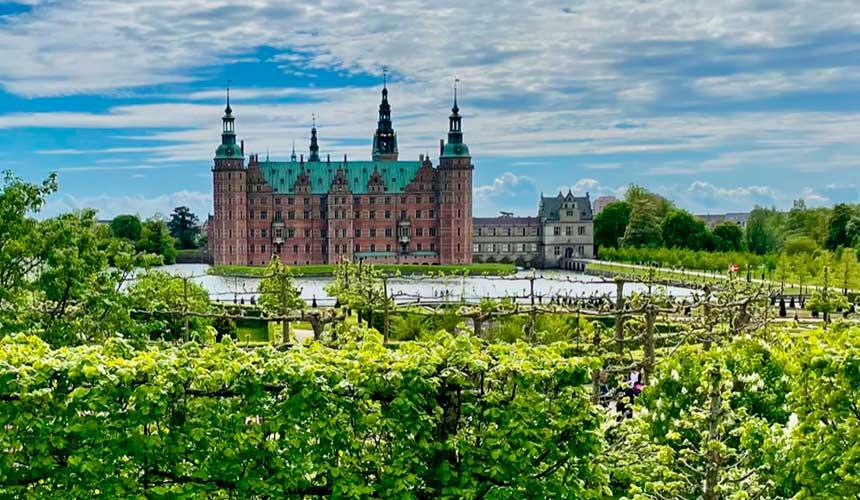 Fra Dronningmølle til Frederiksborg Slot